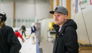 Mathias Karlsson är inne på sitt sjunde år som sportchef i Hallsta HK.