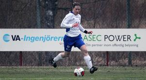 Lena Lindström lägger av, 30 år gammal. Hennes nya roll blir som assisterande tränare i Ope.