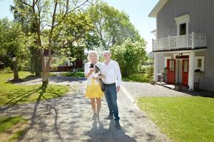 Det Stattinska hemmanet i Nässom har i över tvåhundra år varit i familjens ägo. Idag är det Svante och Åse Stattin som bor där med sina två katter.