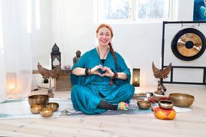 Tanja Dyredand yogar med hjärtat. Den inre kraften har fått ge vika för den yttre och i dag är ledorden livsglädje, harmoni och ny inspiration.