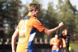 Viktor Roos gjorde två mål för Bollnäs i slutminuterna.