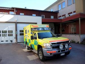 SD ville utrusta alla länets ambulanser med hjärtmaskinen Lucas. Regionledningen vill ha en utrustning vid varje ambulansstation. oppositionen i övrigt vill att ambulansledningen ska avgöra saken. Foto: Christer Fäldt