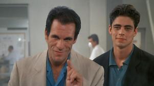 Robert Davi som Bondskurken Sanchez i