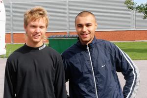 HV71 la 2005 sitt försäsongsläger i Sala och spelade där två matcher. Den 19 augusti poserar Erik Ersberg och Stefan Liv för VLT:s fotograf.