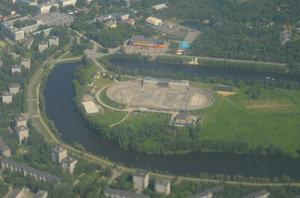 Starts hemmaarena Stadion Trud ligger på en liten ö mitt i Sormovo. Foto: Wikimapia