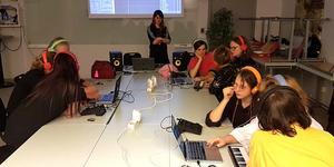 Popkollo Vuxen vänder sig till både nybörjare och vana musiker. Foto: Popkollo
