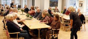 Besökare och tränande på dagrehab och Träffpunkt bjöds på bubbel och snittar när nya lokaler i Bergsparken invigdes.