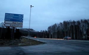 Korsningen mellan E14 och riksväg 83 vid Näset har varit mörk i ett antal veckor nu.