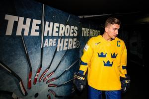 Som lagkapten hoppas Mikael Backlund leda Tre Kronor mot ett nytt VM-guld. På torsdagen väntar kvartsfinal mot Lettland. Foto: Petter Arvidson / Bildbyrån