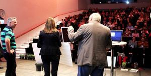Pauline Vidlund tog emot diplom och prispengar framför en fullsatt publik på ACC i Västerås.
