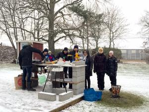 Visst kan man ha grillfest även om det snöar, hälsar Torbjörn Sohlberg.