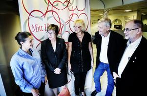 Maj-Britt Johansson, rektor för högskolan i Gävle, besökte på fredag Bollnäs. Här tillsammans med Anna Hamarström, Mitt  Hjärta, Elisabeth Winsjansen, Mitt Hjärta, Peter Wåglund och Stefan Permickels (S) Bollnäs kommun.