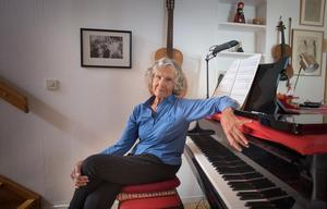 Musikern och kompositören Gullan Bornemark fyller 90 år. Redan när Gullan var i småbarnsåren väcktes intresset för pianospel och sång. Foto: Staffan Löwstedt/SvD/TT