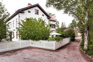Gamla Lantmätargården, en extra ordinär villa med anno 1899. Karaktär och stora väldisponerade ytor. Foto: Kristofer Skog.