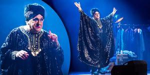 Tvåmannaföreställningen Lola med Tommy Körberg är tillbaka på den svenska scenen.