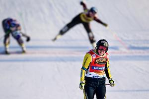 Sveriges Sandra Näslund jublar när hon korsar mållinjen i Idre förra lördagen. Bild: Pontus Lundahl/TT Nyhetsbyrån.