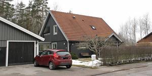 Skogslundsgatan 13 i Köping har bytt ägare för 2 900 000 kronor.
