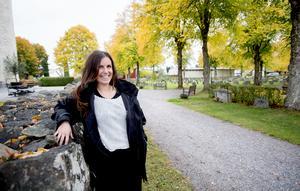Sarah Artman har jobbat i begravningsverksamheten i ett år och hon vill att ljusinstallationen ska bli en tradition.
