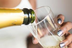 Champagne får gärna vara gratis – men inte kollektivtrafik, tycker skribenten.Foto: Isabell Höjman / TT