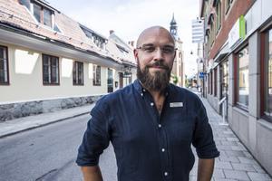 Conny Sohlberg är kontorschef och borgerlig officiant på begravningsbyrån Fonus i Falun.