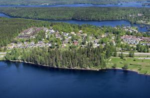 Ska kullen med gammelskog vid Väsman, nedanför Hammarbacken, omvandlas till ett attraktivt bostadsområde? Kommunalrådet Leif Pettersson (S) överklagar till mark- och miljödomstolen det beslut som länsstyrelsen tog i början av oktober.