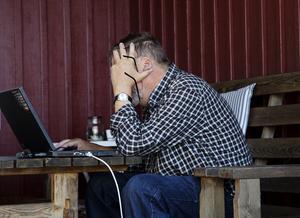 Datorer kan skapa mycket grubbel och huvudbry. Enligt forskningsstudier lever 1,1 miljoner svenskar i digitalt utanförskap. Foto: Martina Holmberg / TT