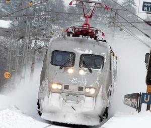 Signaturen tror sig veta varför tågförbindelserna blivit en omstridd fråga. Foto: Johan Nilsson