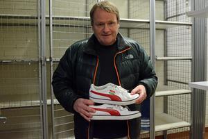 Dalkurd trivdes med Janne och Janne trivdes med Dalkurd. Så mycket att han lät brodera klubbmärket och sitt namn på skorna.