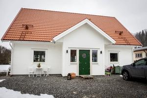 Den nybyggda villan har fyllts av liv och rörelse när småbarnsfamiljen Westling/Nyman flyttade in.