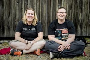 Laila Bergman och Moa Ringberg, inbitna Stiftelsen- och Takidafans båda två.