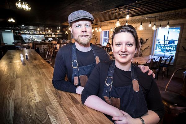 Joel Sjelin och Pernilla Jonsson i sin restaurang  Bräjk.