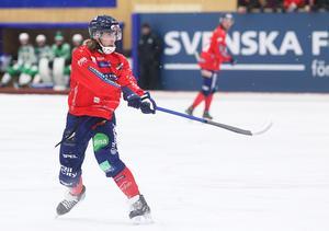 Tuomas Määttä visade vägen – och gjorde det med två snabba mål på skarpa skott. En gren mittfältaren har vässat väsentligt under tiden i Edsbyn.
