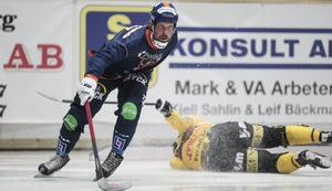 Daniel Mossberg gjorde sin första match i Bollnäs i det uppmärksammade midsommarderbyt mot Broberg. På fredag väntar ett nytt derby i Helsingehus Arena – kanske det kan lossna där ?