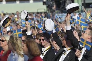 Att vifta med andra flaggor än den svenska på studenten spelar väl ingen roll, tycker insändaren. Foto: Henrik Montgomery/TT