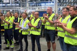Alla anställda deltog i prisceremonin, där Tommy Karlsson och Christian Nilsson överlämnade 20 000 kronor till Nyckelfonden.