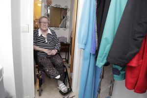 Margareta Göransson når inte till vare sig frys eller kläder. Enligt kommunen har hon bara rätt till anpassning av det elementära, som badrum eller att ta sig in och ut ur huset.