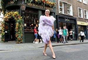 Sanna Nielsens stora klädintresse har fått blomma ut när hon format sin egen show. Foto: Kristofer Sandberg