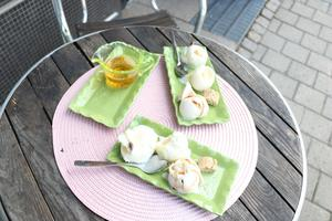 Glass direkt från mjölkproducent i Jämtland med smak av lokalproducerad gransirap, älgörtsaft och russinpunch, hoppas Eva Magnusson ska falla såväl turister som närboende i smaken.