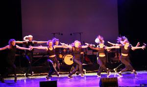 Kulturskolans samtliga dansare hade ett 21 minuter långt framträdande.