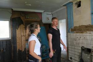 StinaLisa och Jon-Erik gör mycket renoveringsarbete på egen hand.