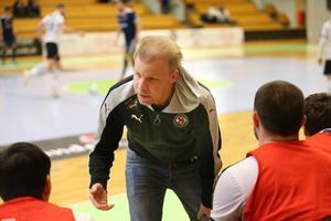 ... sportchefen Christoffer Wickman till sin hjälp.