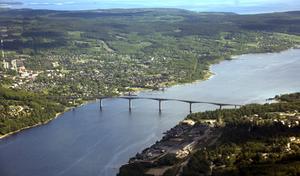 Alnö, med alla stränder och sommarrestauranger, är ett populärt utflyktsmål för Sundsvallsborna och öborna är ett medvetet folk med ett stort politiskt intresse.
