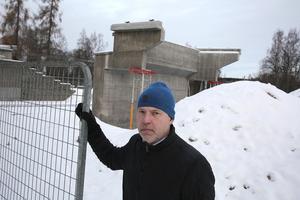Per-Arne Engström, regionchef vid Skanska, uppger att det svenska företag som byggde formställningen har tackat nej till fortsatt medverkan i projektet.