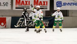 Skutskär, här med Johanna Pettersson i spetsen, inleder mot Kareby.