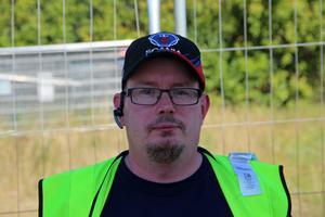 Hans Kristian Knudsen är en lastbilschaufför från Hedemora. Han tror inte att sänkt hastighet har någon effekt därför att väldigt få håller hastighetsgränsen.