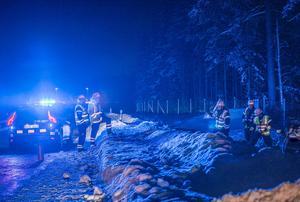 En pojke i övre tonåren misstänks för flera brott och greps av polisen på olycksplatsen. Bild: Niklas Hagman