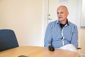 Salas personalchef Stefan Jacobsen står fast vid att kommunen gör professionella rekryteringar.