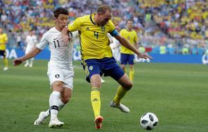 Andreas Granqvist frälste Sverige med sitt straffmål i VM-premiären mot Sydkorea. Bild: AP/Lee Jin-man.