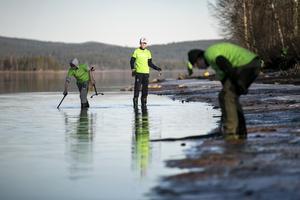 Eftersom vattenståndet är lågt i älven, gick det lätt att upptäcka allt skräp.
