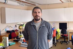 Daniel Nyström jobbar som schemaläggare och  kommuniktionshandläggare i Rättviksskolan och är väl förtrogen med miljön i den intilliggande Nyhedsskolan.